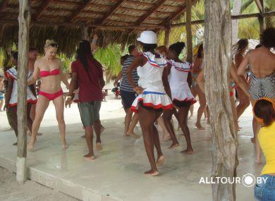 Танцы, веселье - в течении всего дня в Доминикане